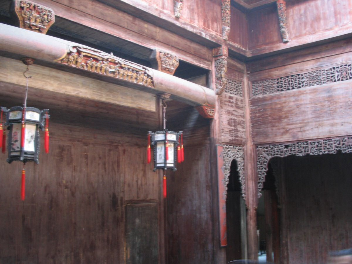Chinese lattice and carving inside Chengzhi Hall