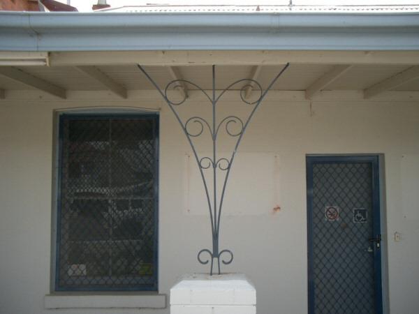 Skinny verandah support?