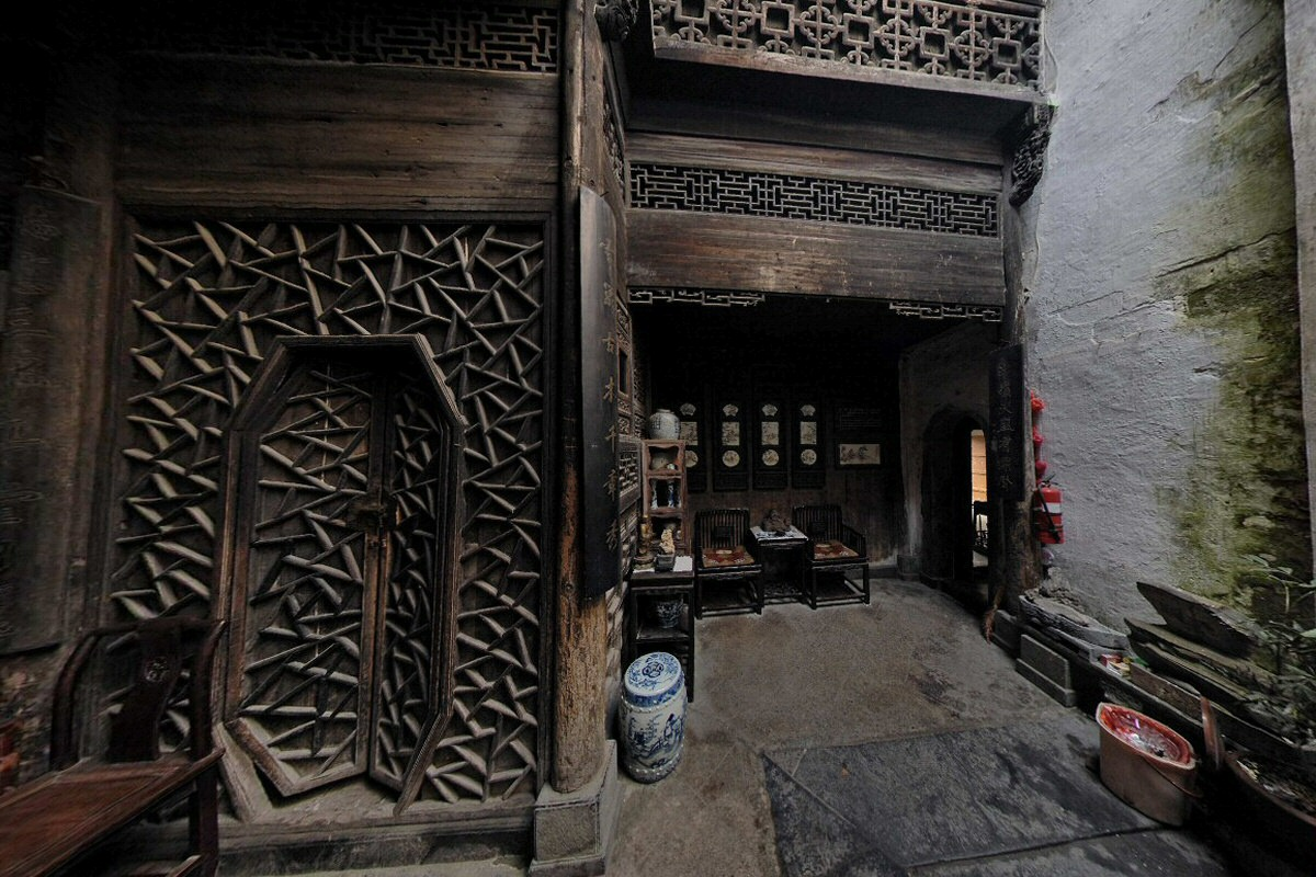 Lattice work in a Xidi house
