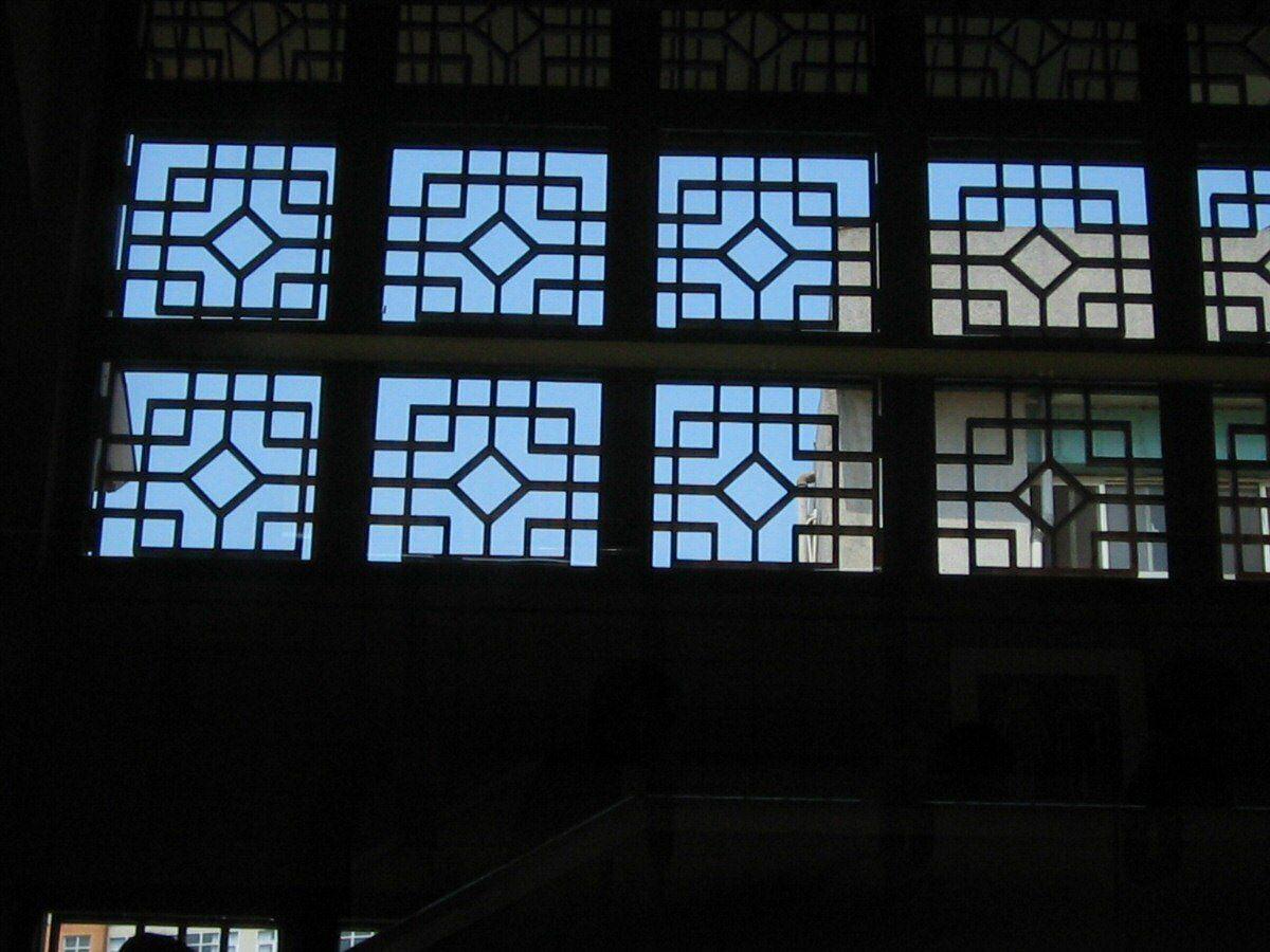 Open window lattice in Guandu railway station
