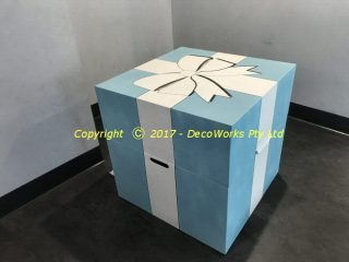 Oversize Tiffany style gift box