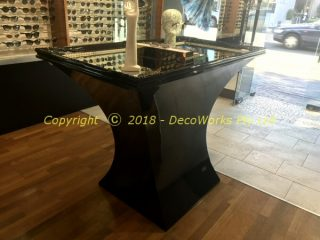 Concave base mirror table