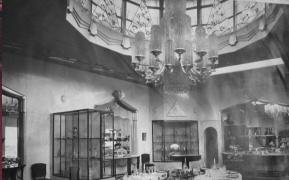 The Regent chandelier in 1925 in Paris