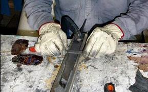 Polishing the steel parts